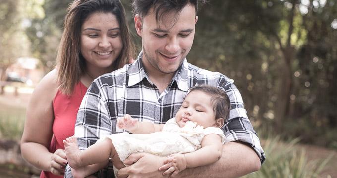 Fotografia de Família Helena 3 meses registrado pela fotógrafa BH Márcia Andrade realizado em Belo Horizonte