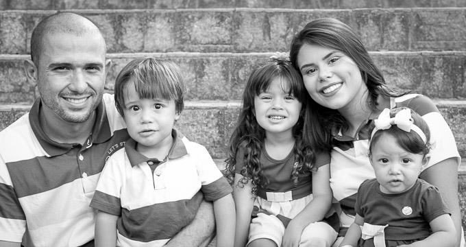 Fotografia de Família Gleison, Fernanda, M. Fernanda, Ismael e Catarina registrado pela fotógrafa BH Márcia Andrade realizado em Belo Horizonte