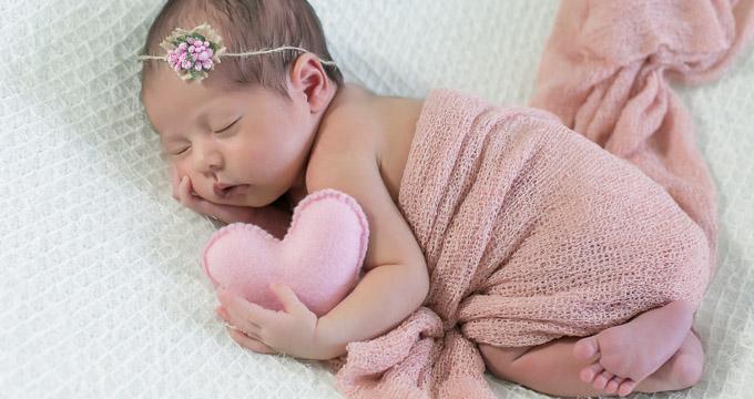 Newborn Lis registrado pela fotógrafa Márcia Andrade realizado em Belo Horizonte