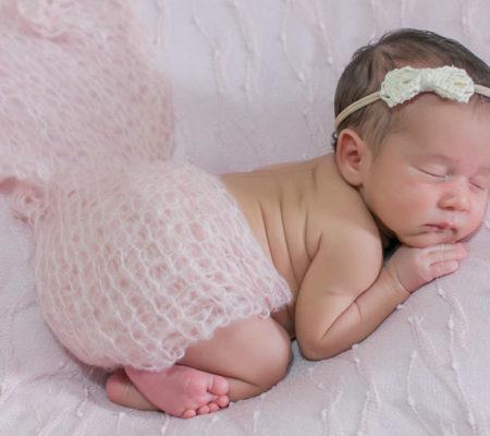Newborn Bella registrado pela fotógrafa Márcia Andrade em Belo Horizonte